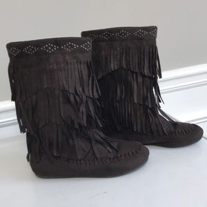 Girls moccasin boots